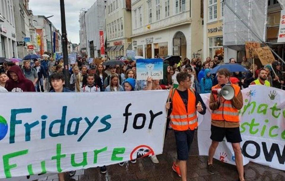 Sie demonstrieren weiter: Friday for future in Flensburg!